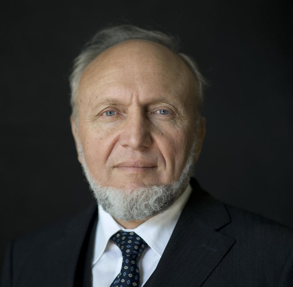 Hans-Werner Sinn (* 7. März 1948 in Brake, Westfalen) ist ein deutscher Ökonom, Hochschullehrer und war in den Jahren 1999 bis 2016 Präsident des ifo Instituts für Wirtschaftsforschung [Bildquelle: ifo Institut]